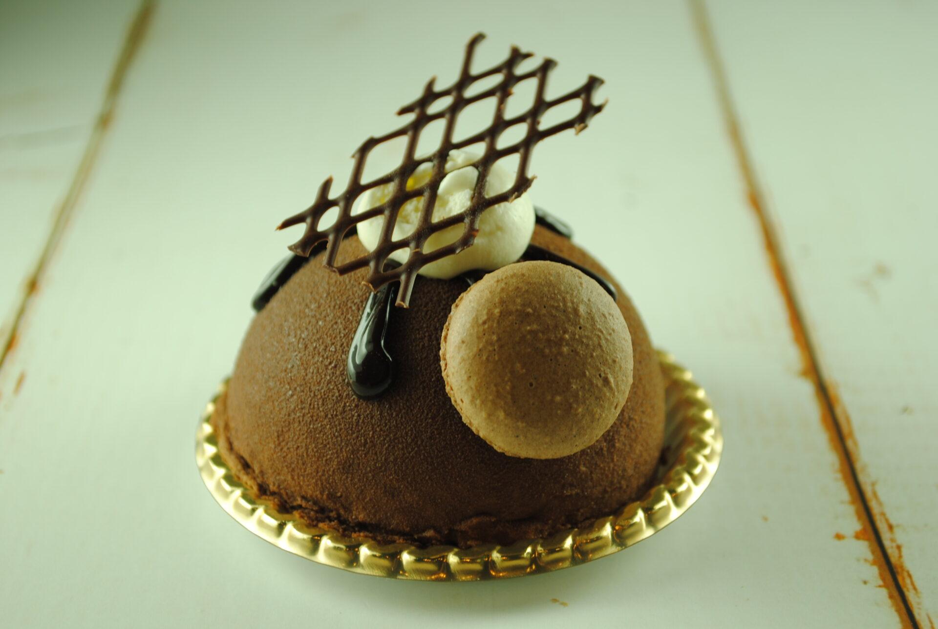 プリンが入ったチョコムースの写真